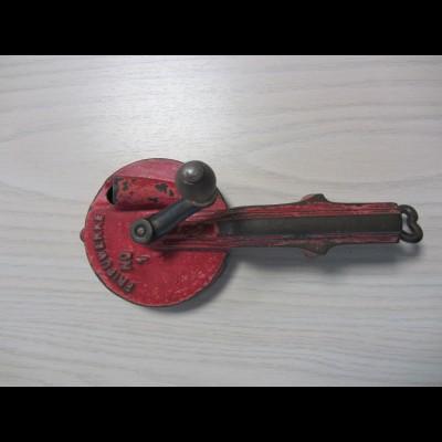 Alter Bohnenschneider Bohnenschnippler Fripuwerk Nr. 1 rot Vintage Metallguß